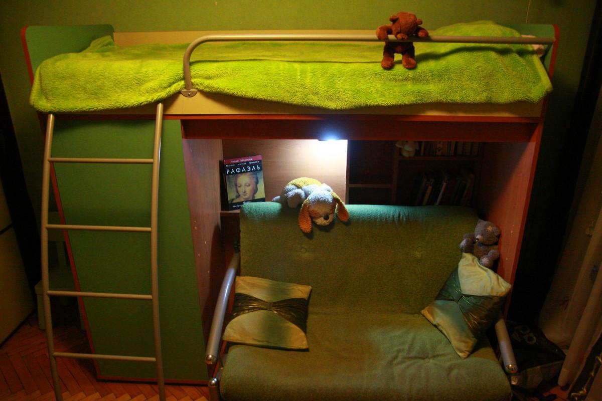 Кровать чердак с диваном внизу пример
