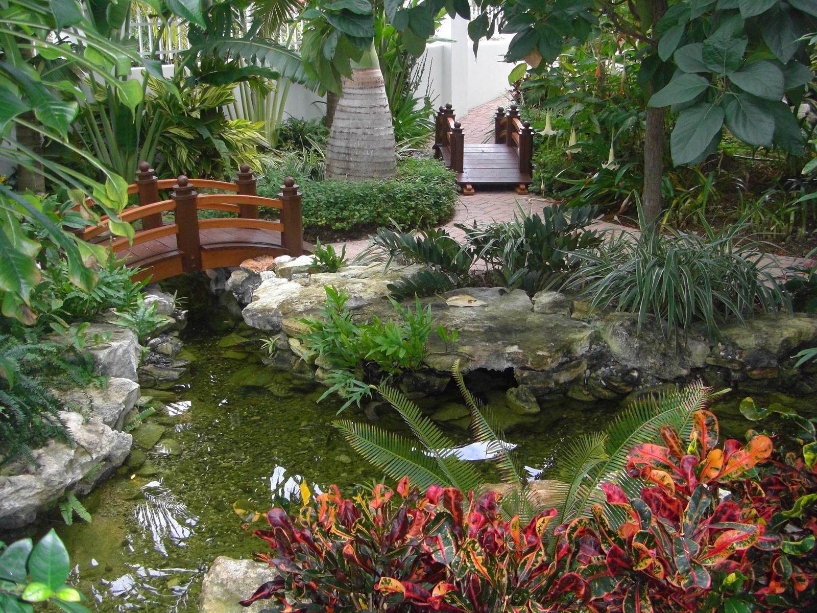 Декоративные фонтаны и водопады в участке