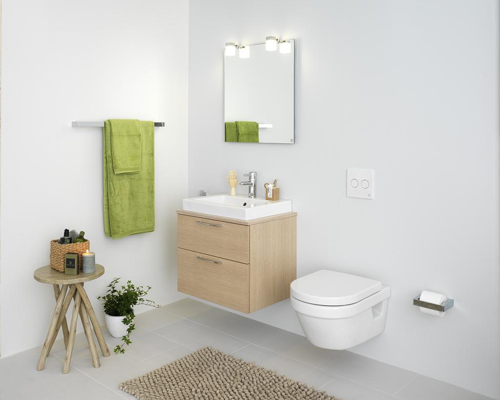 Безободковый унитаз в ванной