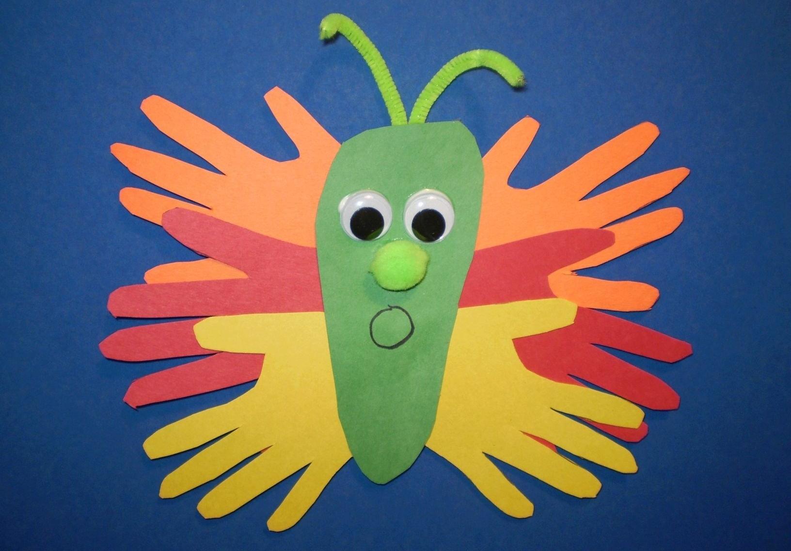 Бабочка из ладошек из цветной бумаги