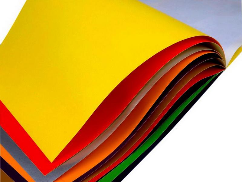 Для осенних вытынанок стоит использовать цветную бумагу