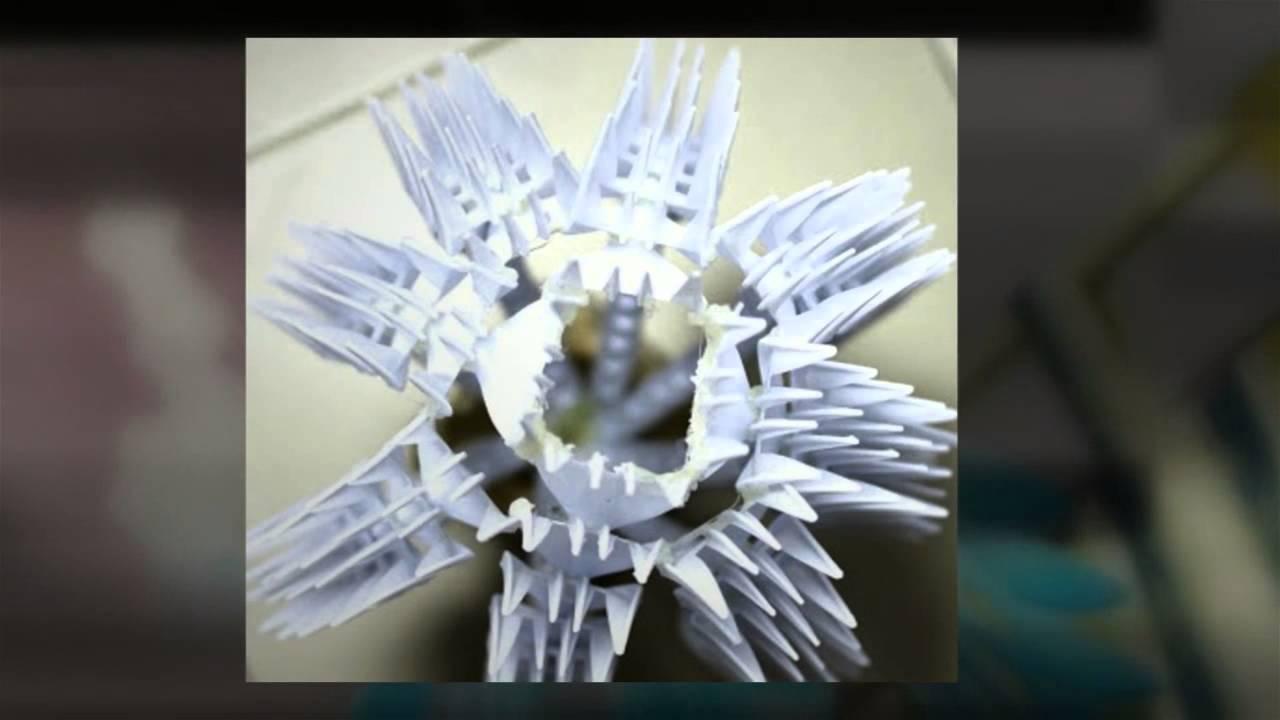 Для новичков можно сделать цветок из пластиковых вилок