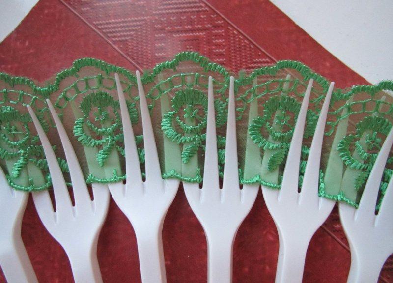 Поделки из пластиковых вилок легко выполнить своими руками