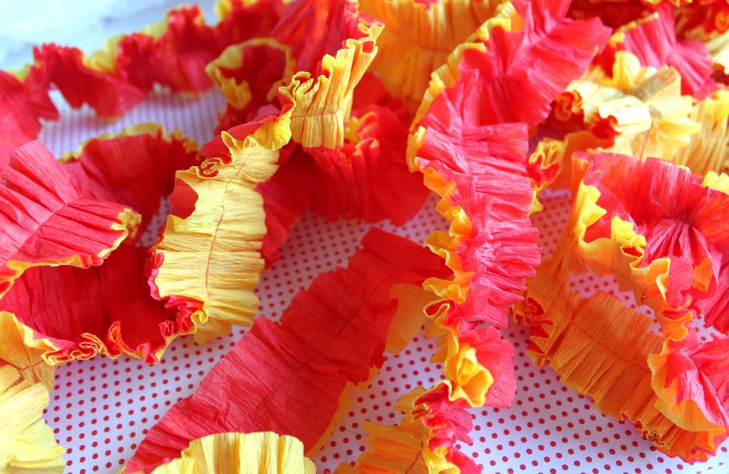 Цветная гирлянда из гофрированной бумаги