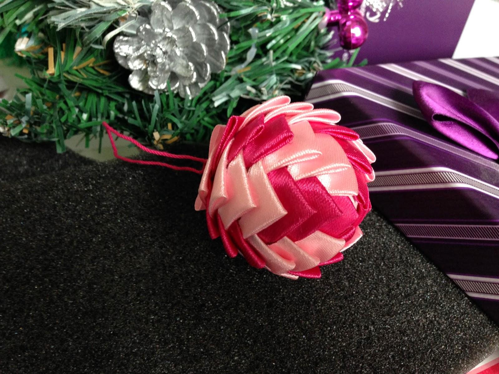 Новогодние шары в технике канзаши