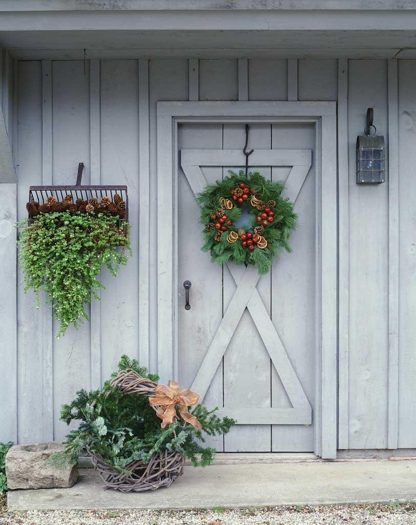 Новогодний венок на двери