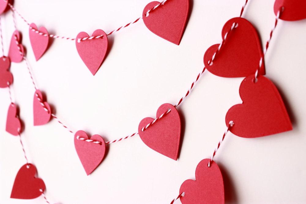 Гирлянда с сердечками из бумаги