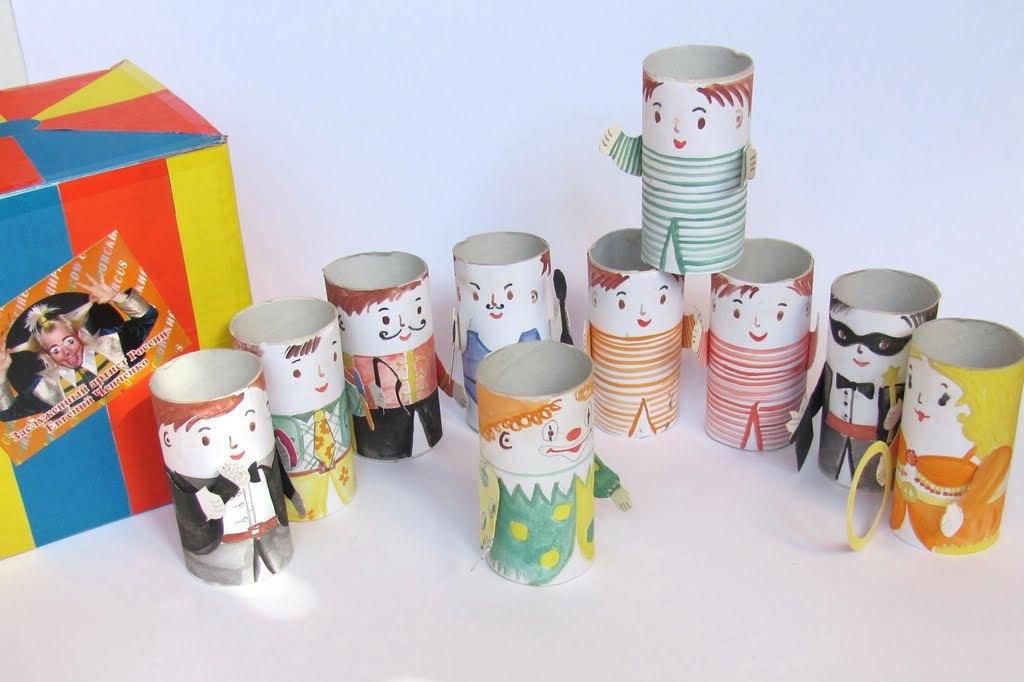 Из втулок от туалетной бумаги можно сделать целый кукольный театр