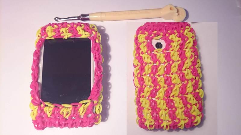 Из резинок можно изготовить оригинальный чехол на телефон