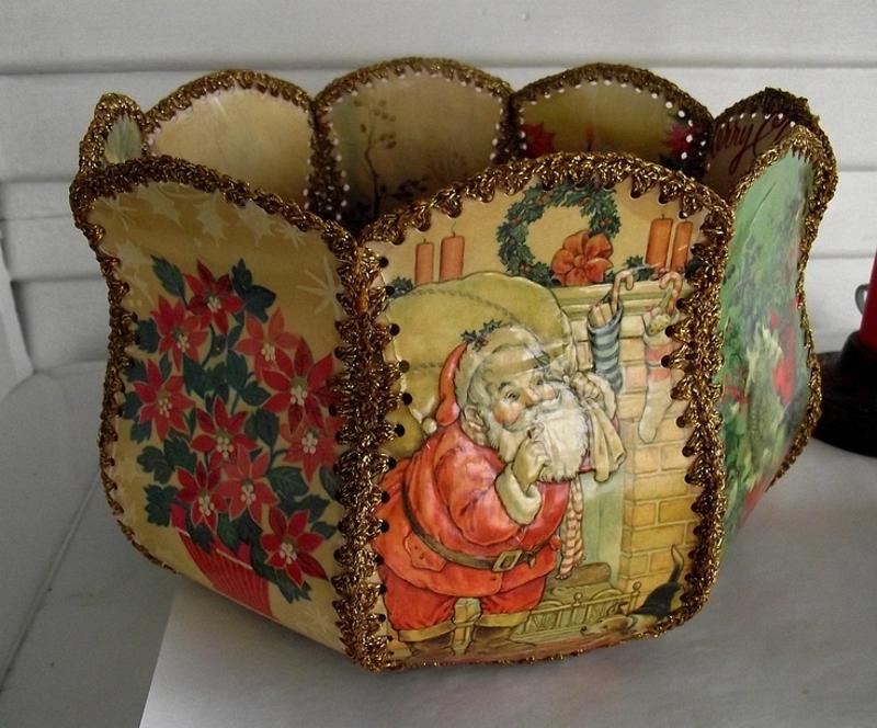 Фигурная вазочка из старых открыток