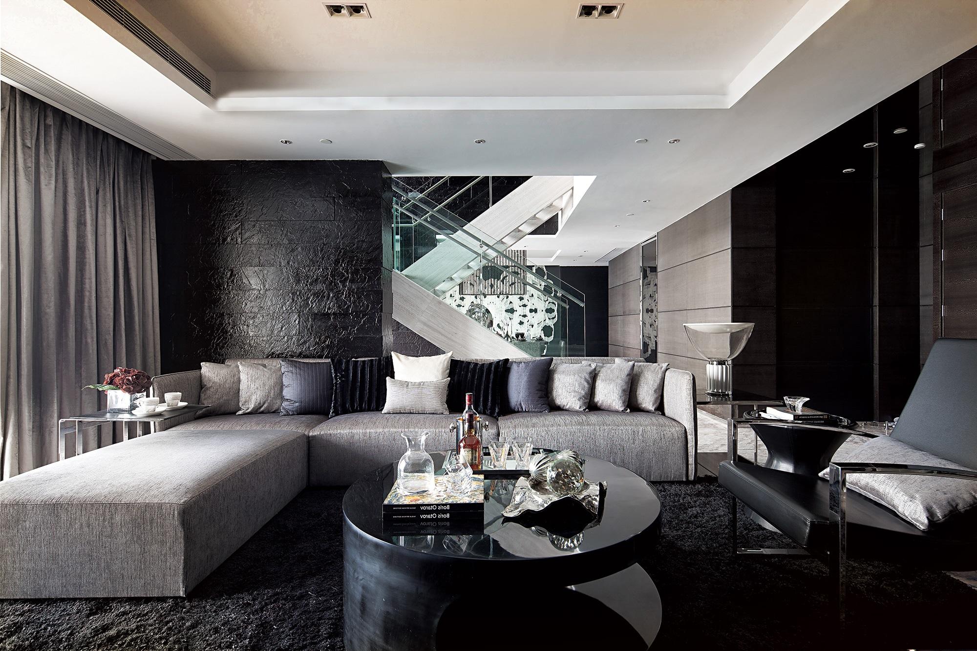 Традиционно мягкую мебель приобретают немарких цветов