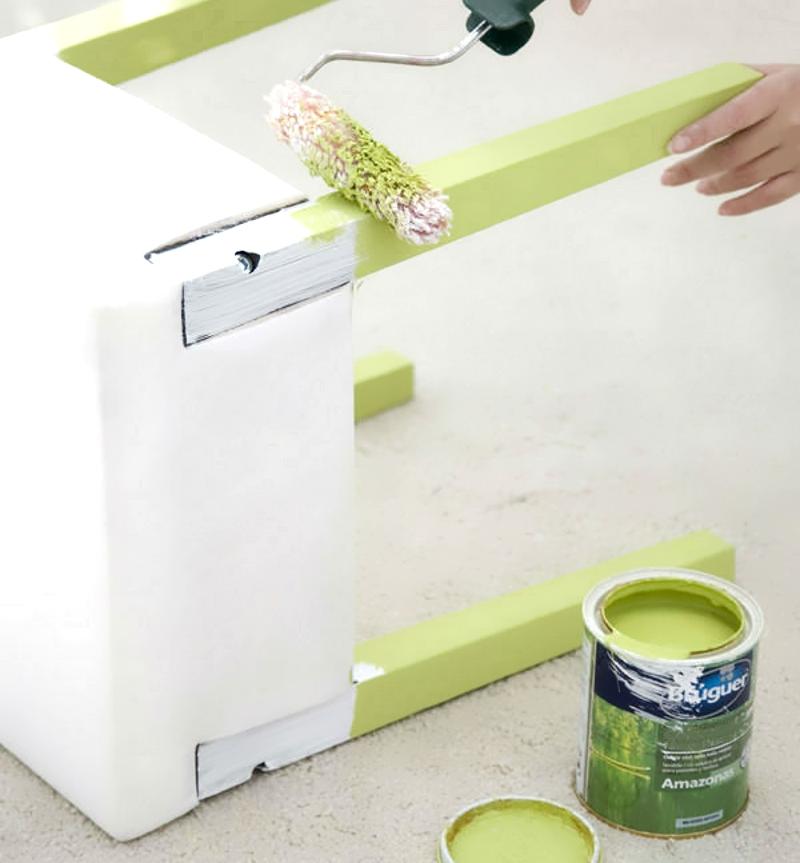 Обновление табурета с помощью окраски ножек