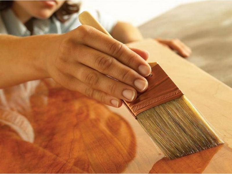Лакирование деревянной поверхности