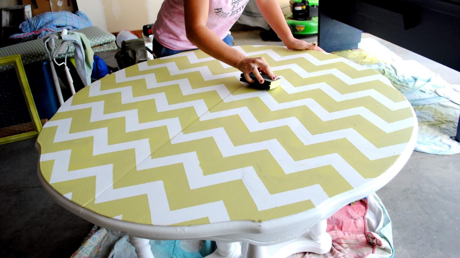 Покраска стола зигзагом