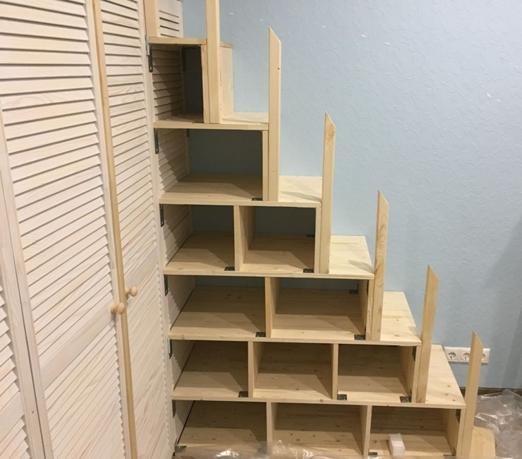 Шкаф-кладовка с кроватью наверху своими руками