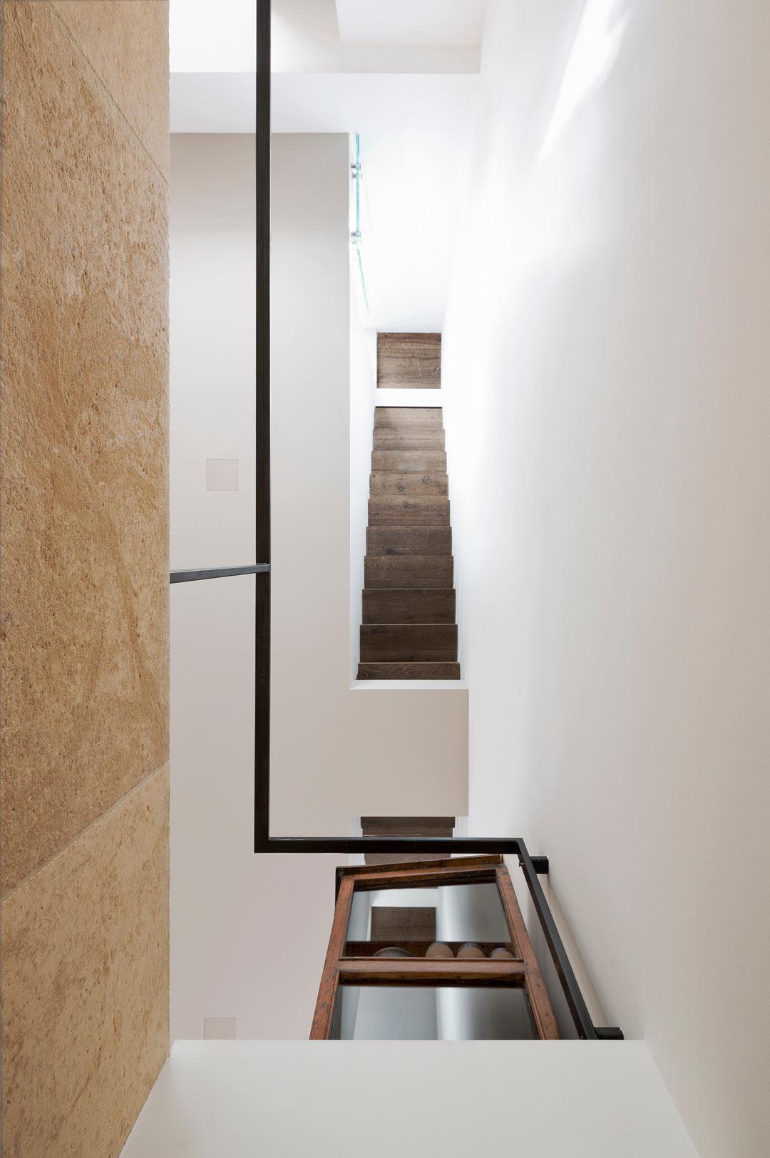 vertikalnyj-loft-v-duxe-eshera7