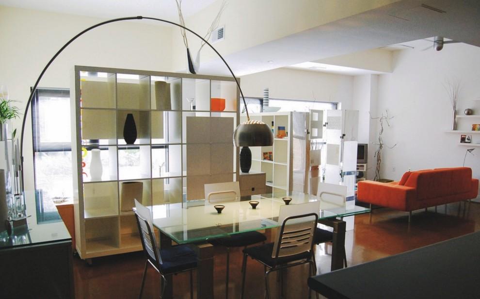 Большая квартира-студия хорошо зонируется мебелью