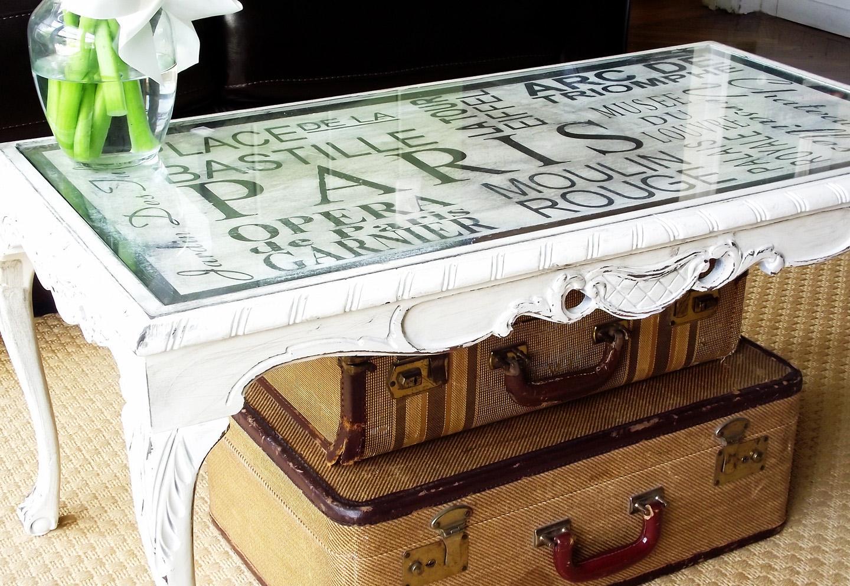 Основной приём обратного декупажа состоит в том, что рисунок приклеивается с обратной стороны стеклянной поверхности мебели