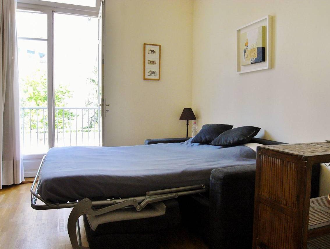 Чаще всего в квартире-студии используется функциональная мебель, например, раскладной диван