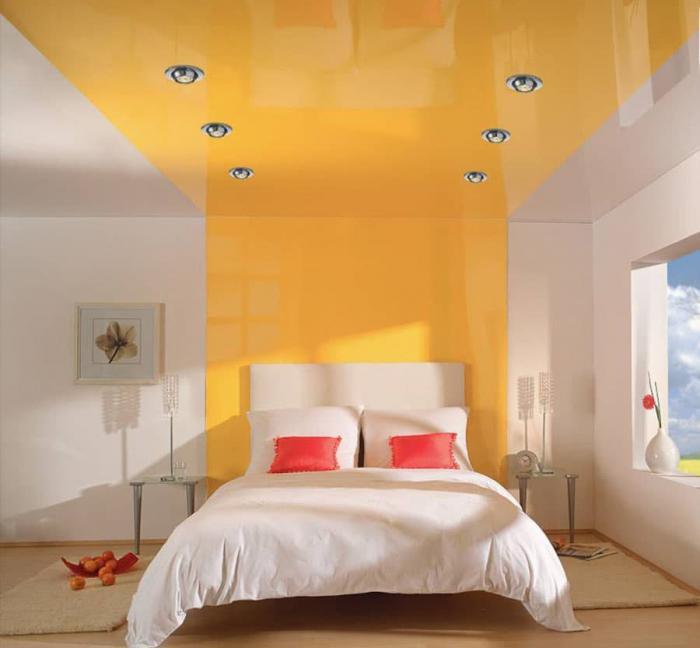 Изголовье-потолок в интерьере спальни 1